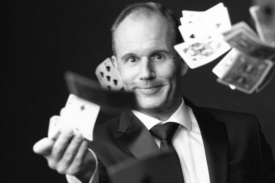 Stefan - Zauberkunst Interaktiv & Verblüffend
