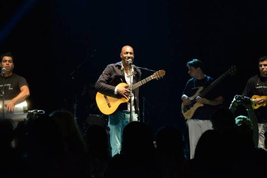Vando Oliveira  (Brazilian Singer and Band)