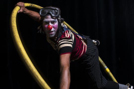 Wayki Circus - Richard Centurion