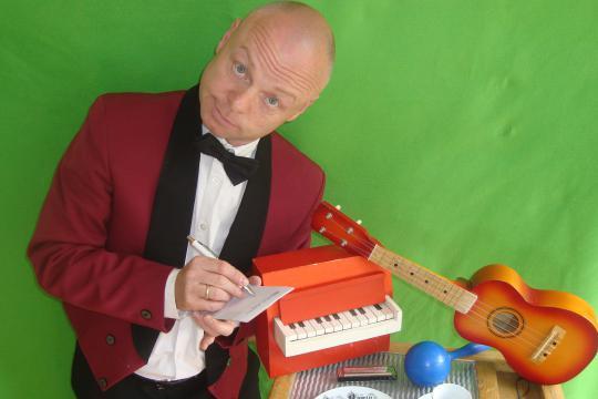 Monsieur Marcel, der musikalische Kellner