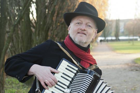Ulli Torspecken-Piano, Akkordeon, Gesang