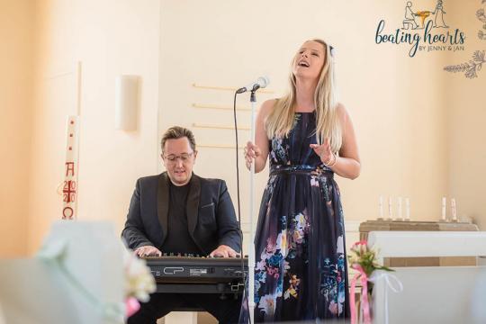 beating hearts by Jenny & Jan / Hochzeitssängerin & Pianist