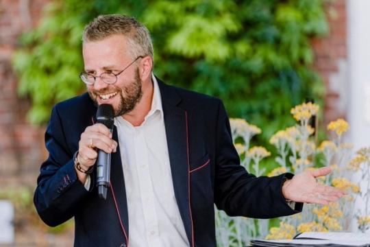 Dr. Tobias D. Höhn