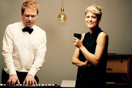 Radio One (Duo Gesang und Klavier)