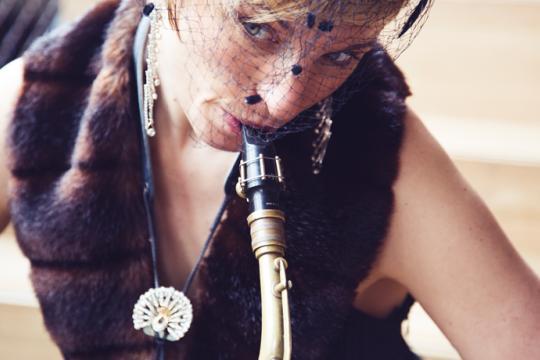 Saxophonfrau Saxophonistin