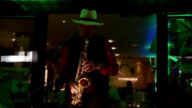 """Video: Dürener Jazztage Skizzen: Jürgen Keymer alias key-sax-mer - live - geringes Filmmaterial - Besucher: """"Live war 's besser."""""""