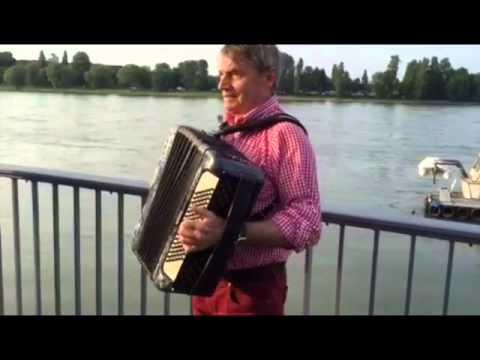 Video: GUTE LAUNE Akkordeonspieler 2015