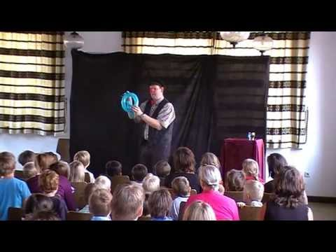 Video: Clown Benji bringt alle zum Lachen beim Kinderfest