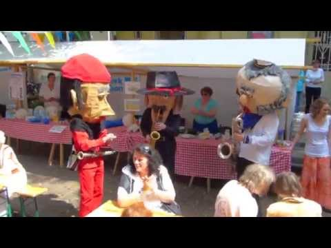 Video: Moblie Band mit lustigen Masken