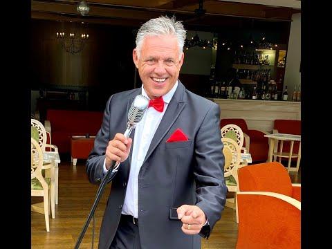 Video: Marco sings Sinatra & american Barclassics