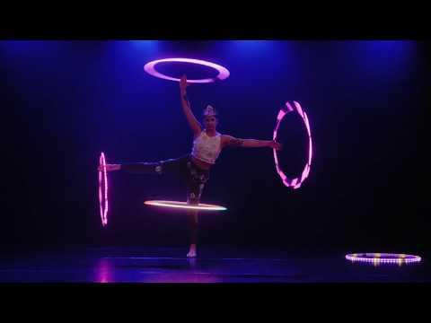 Video: Hooperia - LED Hoop Artistin