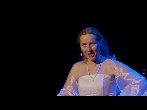Video: LA TRAVIATA - Giuseppe Verdi, aria Violetta (Ewa Paprotna)