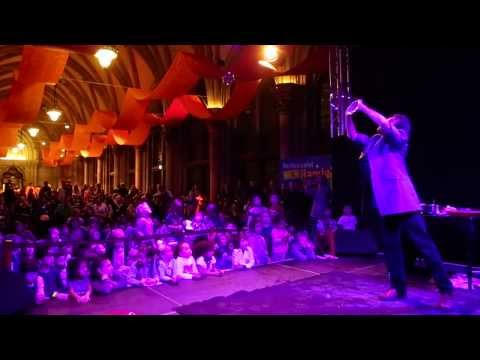 Video: Dr. Bubbles giant soap bubble show at town hall Vienna