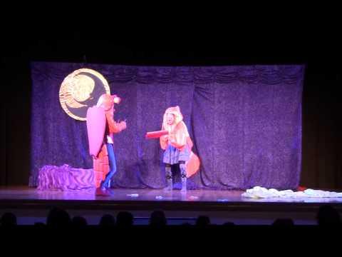 """Video: """"Im Traumland"""": poetisches Kindertheater mit Clownerie, Pantomime und Großfiguren für Menschen ab 4 Jahren"""