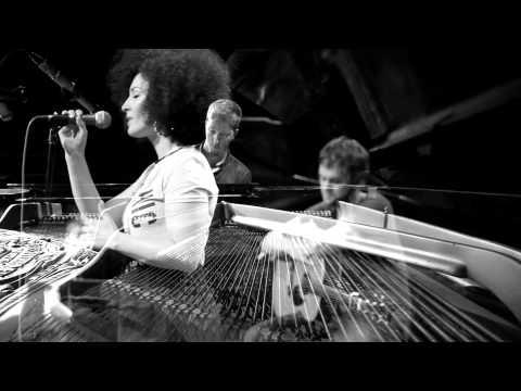 "Video: Akustik Cover - ""Firestone"" & ""Stole the Show"" (Kygo Medley)"