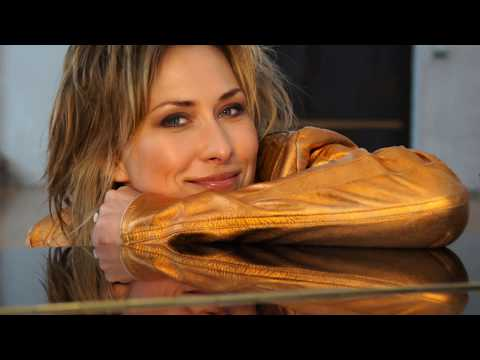 Video: Meike Garden - Lady Bond  FOR YOUR EYES ONLY