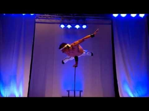 Video: kraftvolle Handbalance-Show