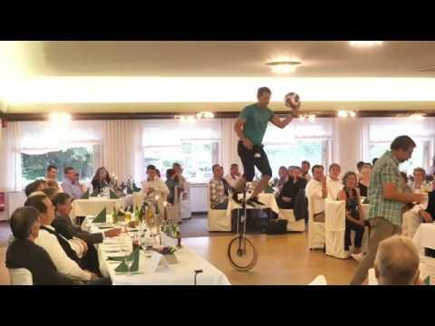Video: Fußball + Comedy Show mit dem Hocheinrad vom Guinness Weltrekordhalter
