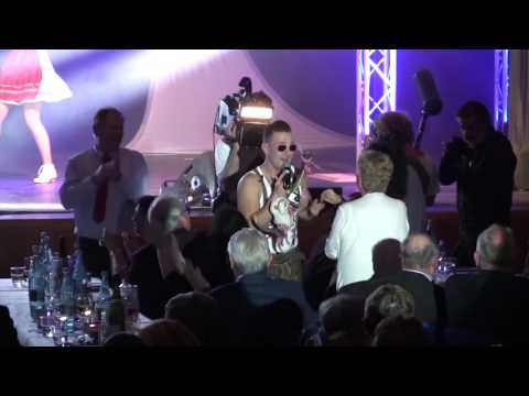 Video: Andreas Gabalier Double - Künstler des Jahres 2016 - Goldene Künstler Gala