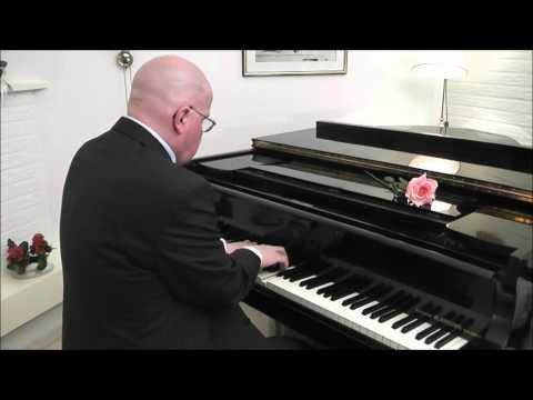 Video: Piano | Elton John