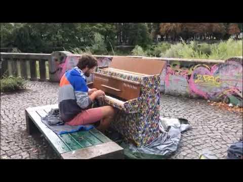 Video: Jaming am Street Piano auf der Cornelius-Brücke