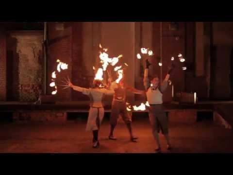 Video: Die Feuershow im Stil der 30er: Voyage d'ardeur