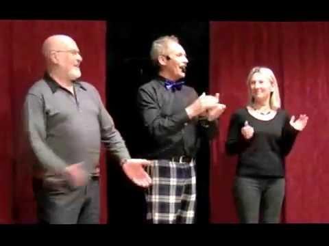 Video: Die Show mit lebenden Puppen
