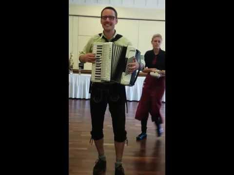 Video: Auf der Vogelwiese - Akkordeonspieler Dominik