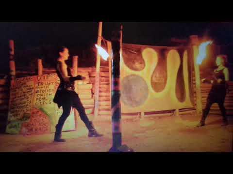 Video: Duo Show Feminine Fire