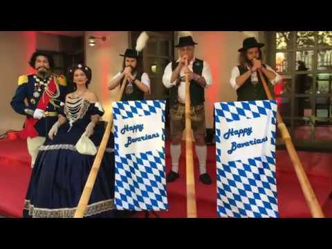 Video: Happy Bavarians Alphörner mit König Ludwig und Sissi beim Gästeempfang