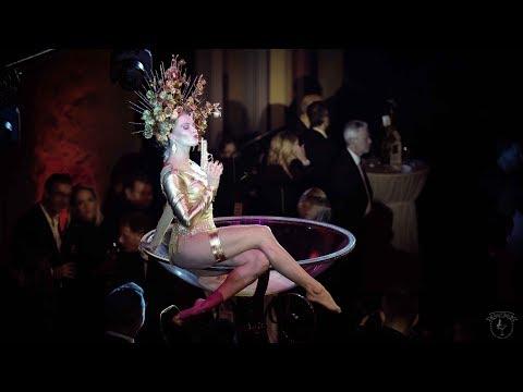 Video: Champagnerglasshow im Gold Body Agentenshow  2019