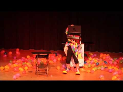 Video: KlaRo der Zauberer als Clown (Fasching)