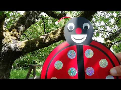 """Video: """"Tra-ri-ra, der Sommer der ist da"""" - Singen und Zaubern im Kirschbaum mit Clown Pipinelli"""