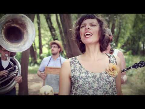 Video: Let's Get Drunk and Truck - Nina's Rusty Horns