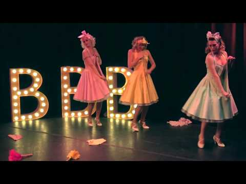 Video: Trailer Blonde Bombshell Burlesque Show - Kurven, Tanz und rote Lippen