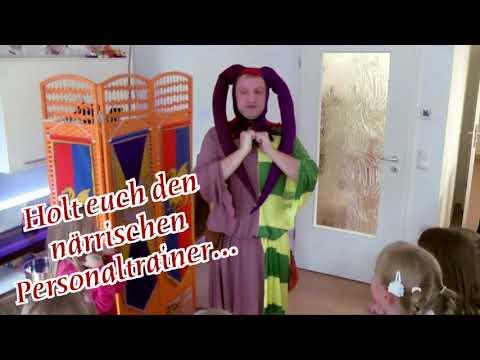 Video: Hofnarr Stefanus gestaltet einen gewöhnlichen Kindergeburtstag