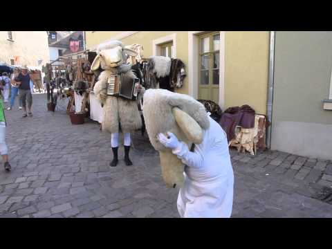 Video: Schafswalzer, Maskentanz Walkact