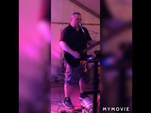 Video: Blade's Inn Live - Friday im in Love