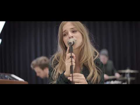 Video: Kim Hofmann - Revolving Circle