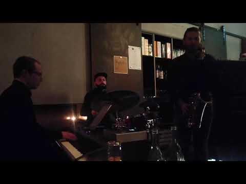 Video: Trio mit Saxophon, Schlagzeug, Piano