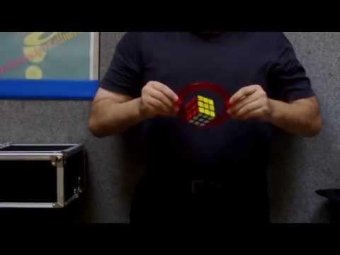 Video: Spezialshow-Vorführung aus dem eigenem Requisitenbau / schwebender Würfel