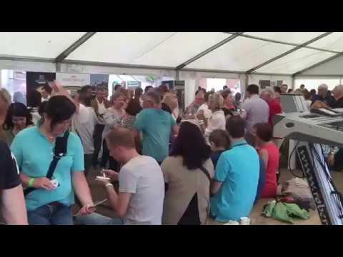 Video: Nel blu dipinto di blu (Volare)