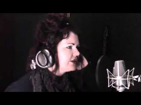 Video: Jana im Studio - Heavy Cross Cover Gossip