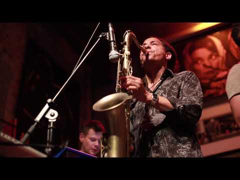 Video: Bonny Ferrer & Band Live in The Box