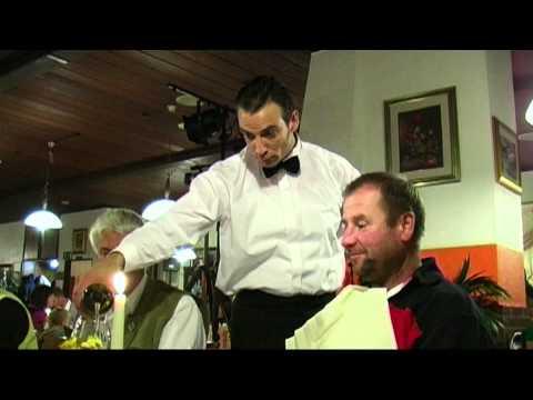 Video: Comedykellner - mit Ullich Steybe - lassen Sie sich verwöhnen...