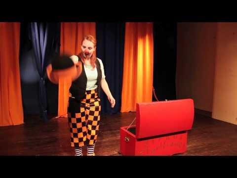 Video: Clown Augustina