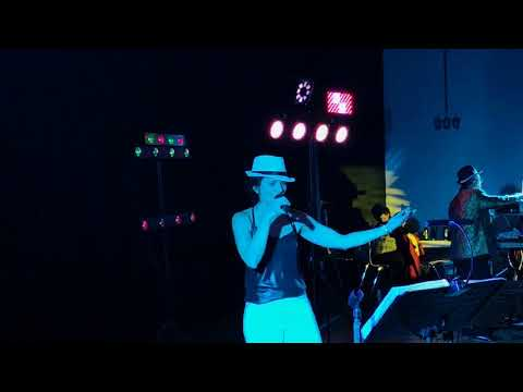 Video: greuppe extra-live Weltfrauentag Autritt Karina cover