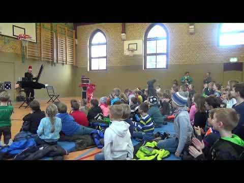 Video: DAS SCHWEBENDE ZUSCHAUERKIND