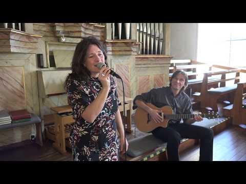 """Video: """"Liebe meines Lebens"""" - live in der Kirche mit Gitarrist"""