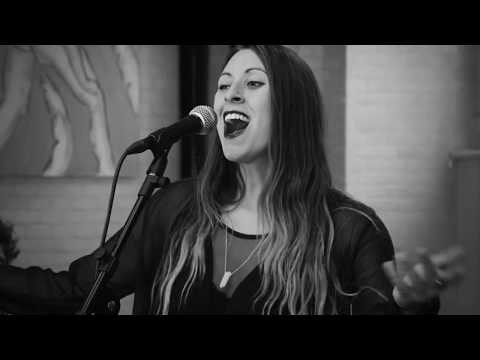 Video: Laura + Akustik Trio